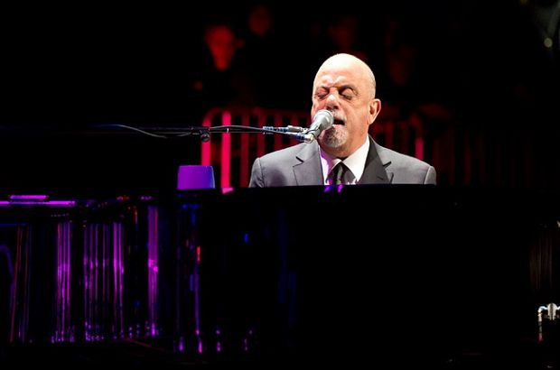 billy-joel-2-nye-2014-nyc-650-430